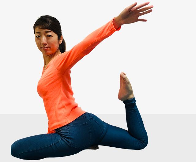 筋肉質な足の「元運動部」は卒業!美しい前もも作りエクササイズ-03