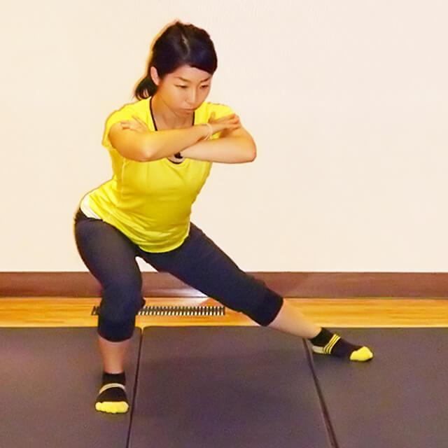 痩せるために鍛えるべき筋肉!「ベントオーバーサイドランジ」-02