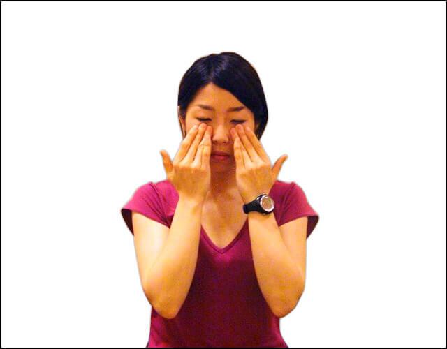 家で簡単にできる小顔マッサージ「くすみや小じわ改善」-01