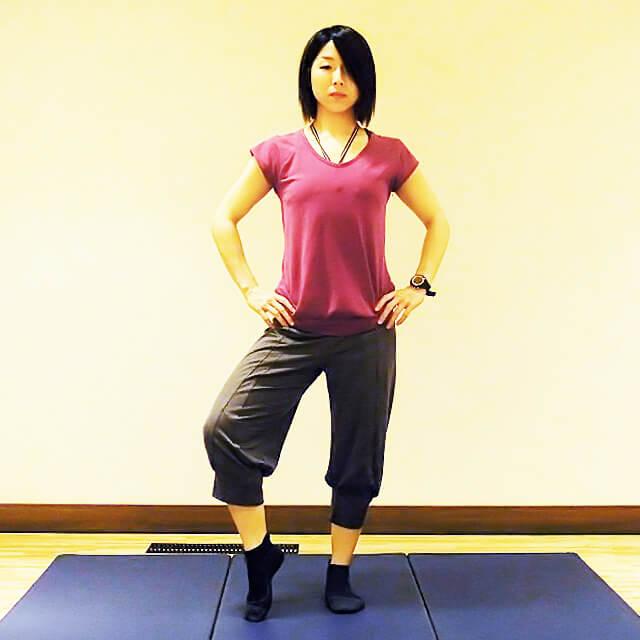 徹底的に太ももにすきまを作る「片足立ちエクササイズ」-01
