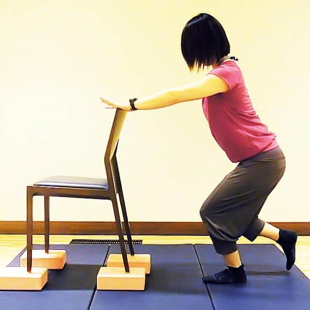 徹底的に太ももにすきまを作る「椅子を使ったエクササイズ」-02