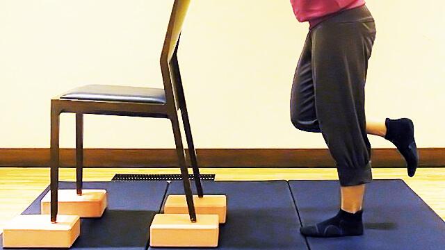 徹底的に太ももにすきまを作る「椅子を使ったエクササイズ」