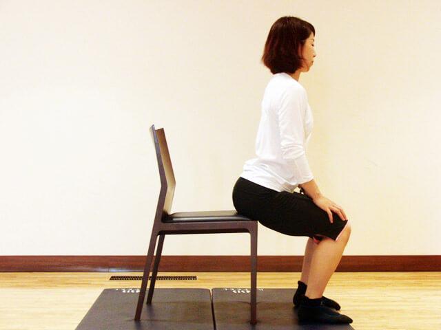 普段から心がけよう!痩せる座り方!-03