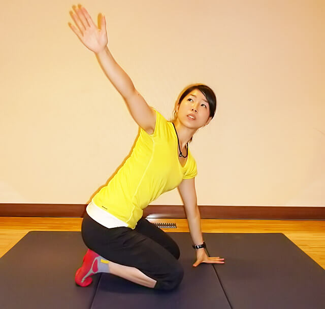 基礎代謝上げ&肩コリ予防!肩こりにも効く肩甲骨ローテーション-03
