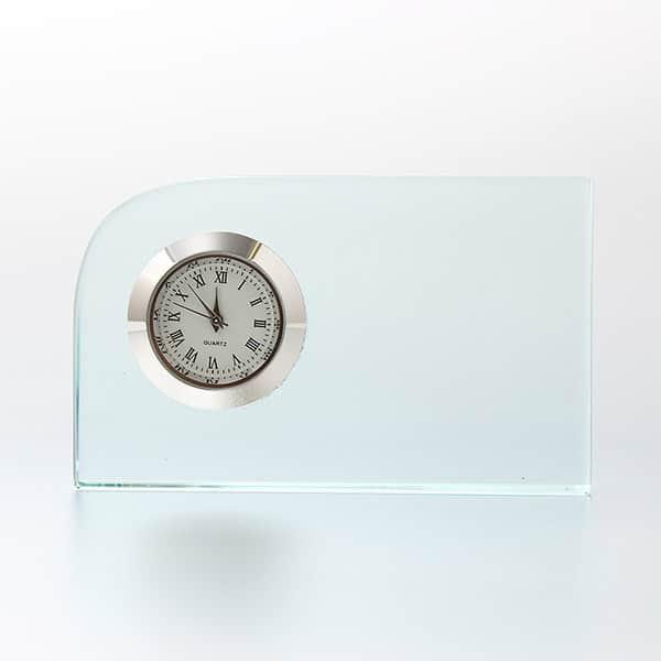 レーザー加工による繊細な名入れ表現が可能なガラス製 置時計