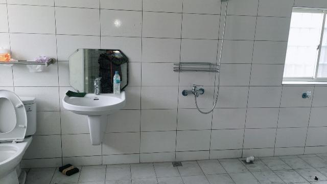 中華橫路ㄇ型隔間淋浴門1.jpg
