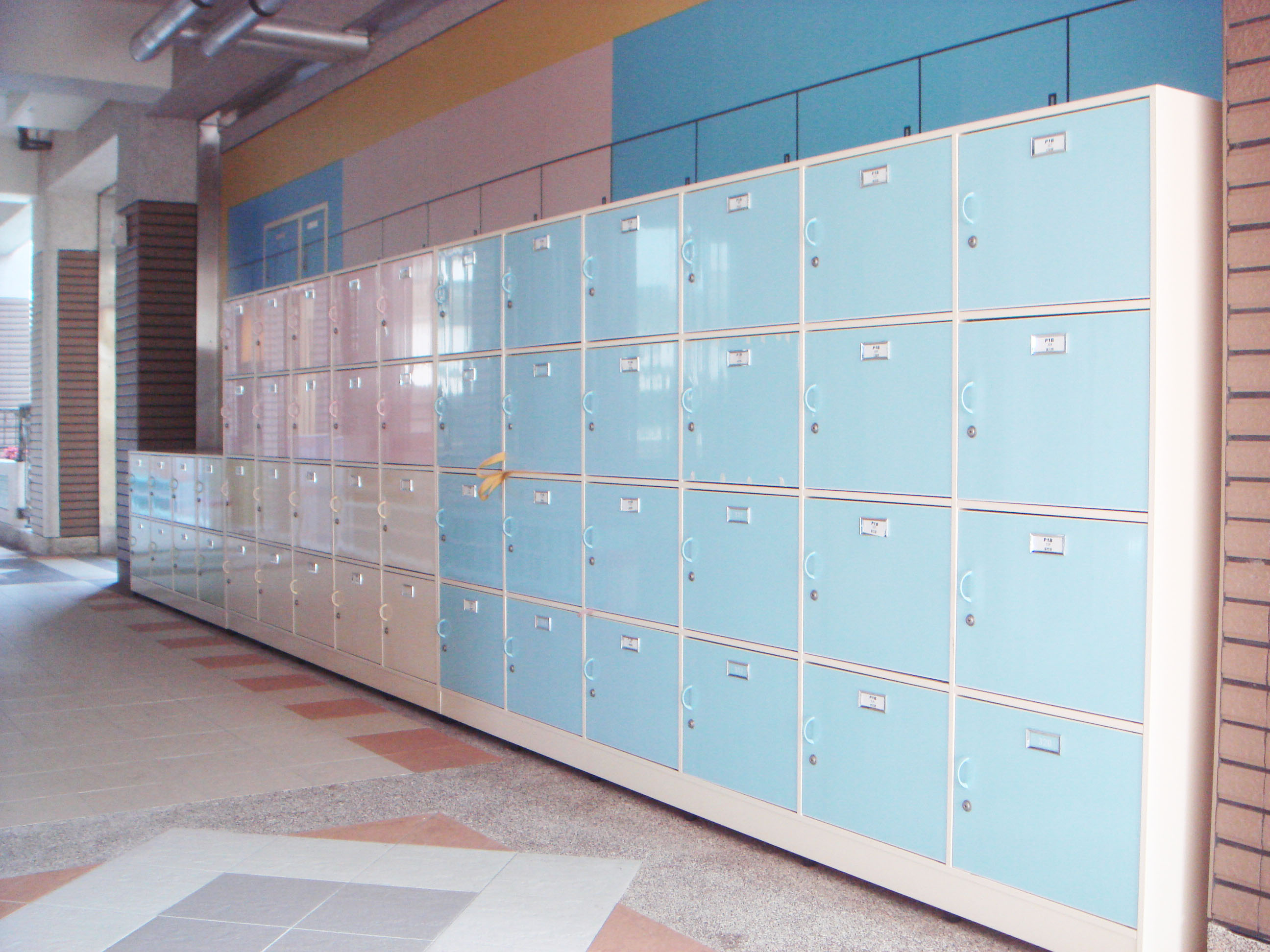 學校個人置物櫃.JPG