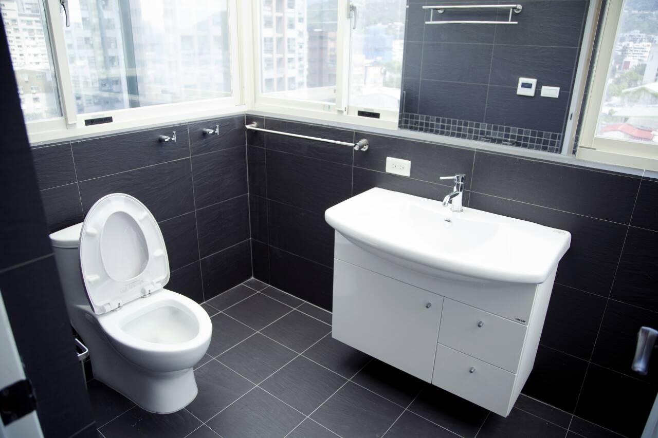 台北市住家水電案例-衛浴馬桶洗手台淋浴間 (2).JPG