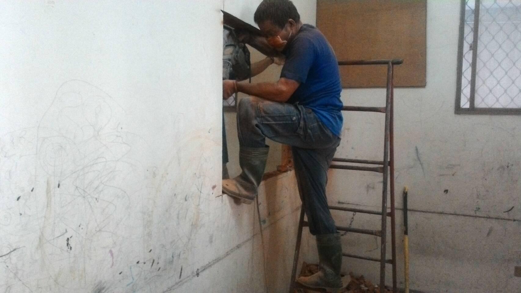 【勁猛工程行】-為台中專業拆除工程團隊,中部房屋拆除,裝潢拆除,專業打石,百貨業拆除,鐵皮屋拆除,房屋拆除,裝潢拆除,切割鑚孔,拆除裝潢,打石工,粗工,空調管拆除