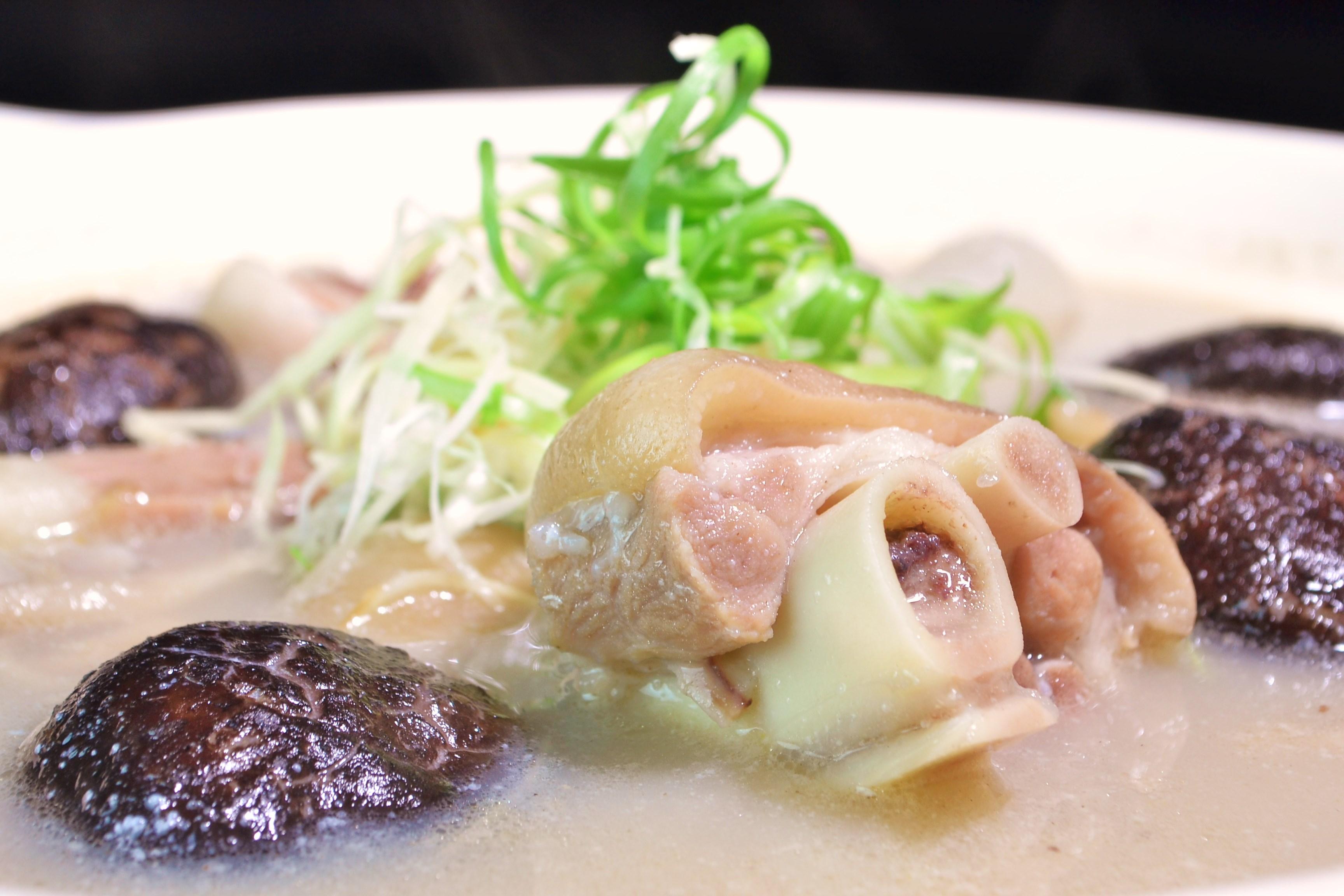 花菇燉臘蹄砂鍋湯