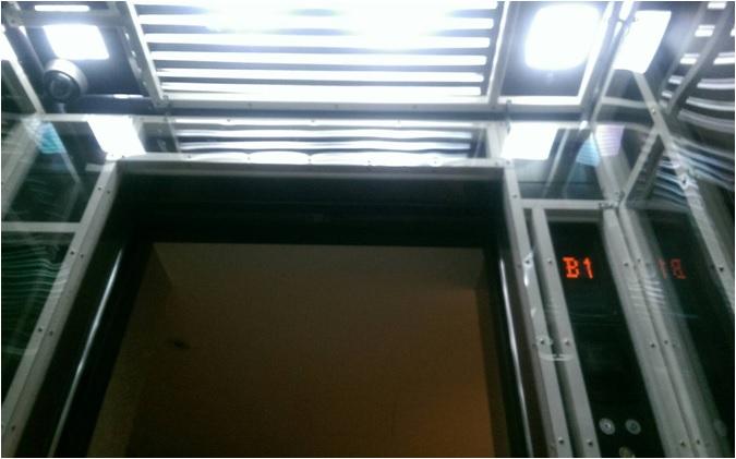 電梯壓克力保護.jpg