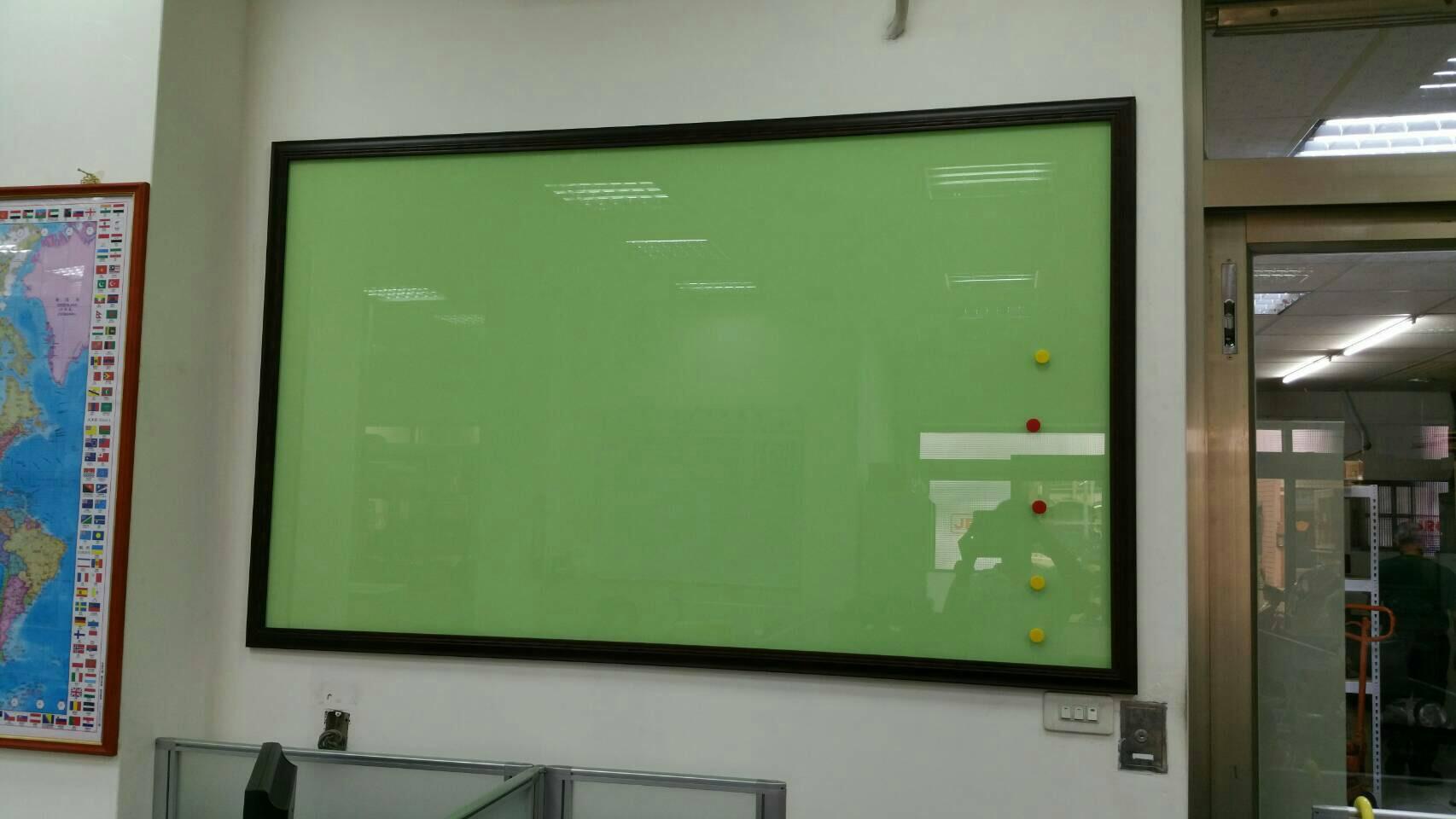 彩色玻璃白板.jpg
