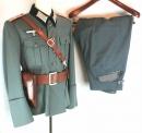 二戰德國陸軍砲兵科上尉軍官制服衣褲+武裝皮套+Hi-Power手槍槍套組。