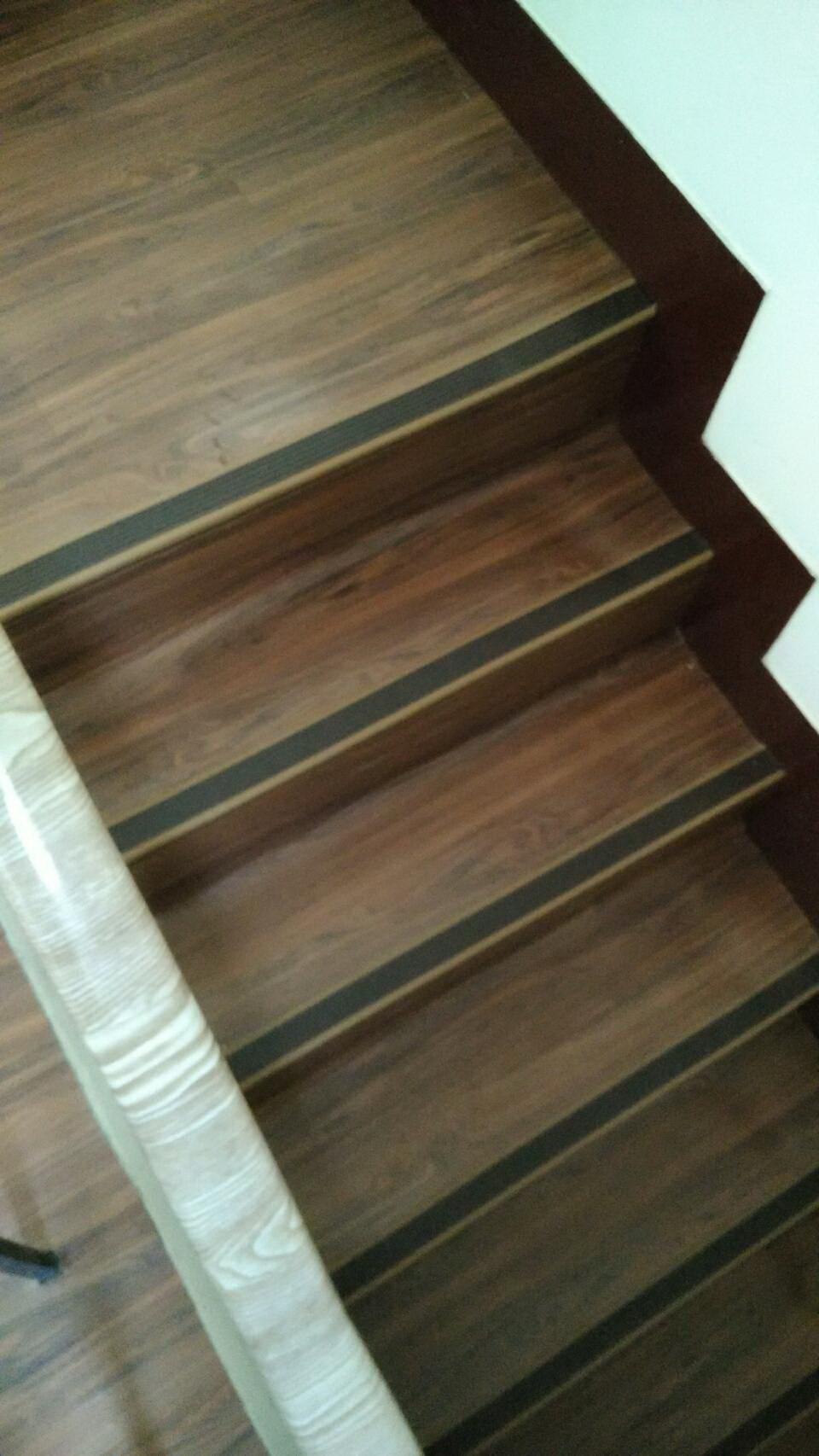木地板樓梯.jpg