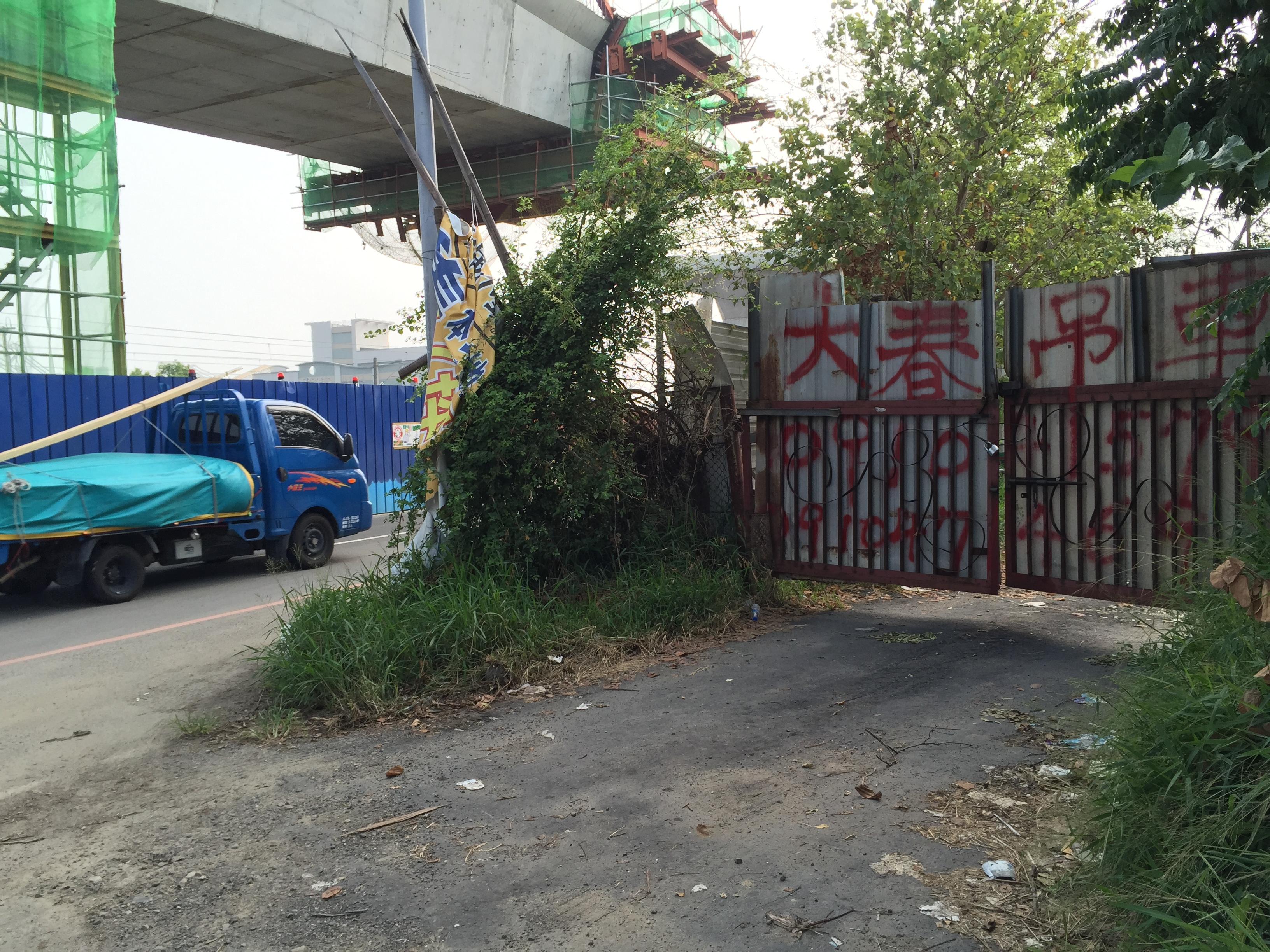 3迷你螃蟹吊車(巷中游龍).JPG