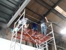 廠房內頂部清除蜘蛛網