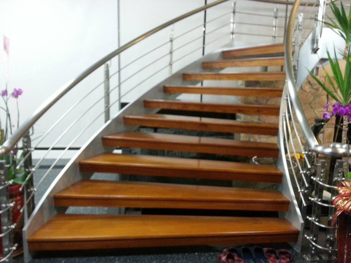 南投樓梯木地板.jpg
