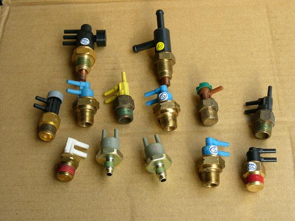 汽車材料.引擎電裝品.引擎噴射零件.怠速馬達.O2.T.P.S噴油嘴.分電盤.空氣流量器 (5).j