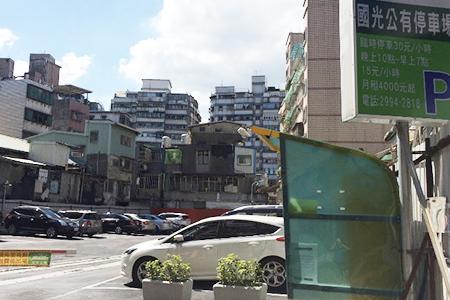 新北市永和嘉家旅店近停車場.jpg