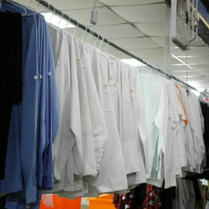 清洗整燙完畢的衣物.JPG