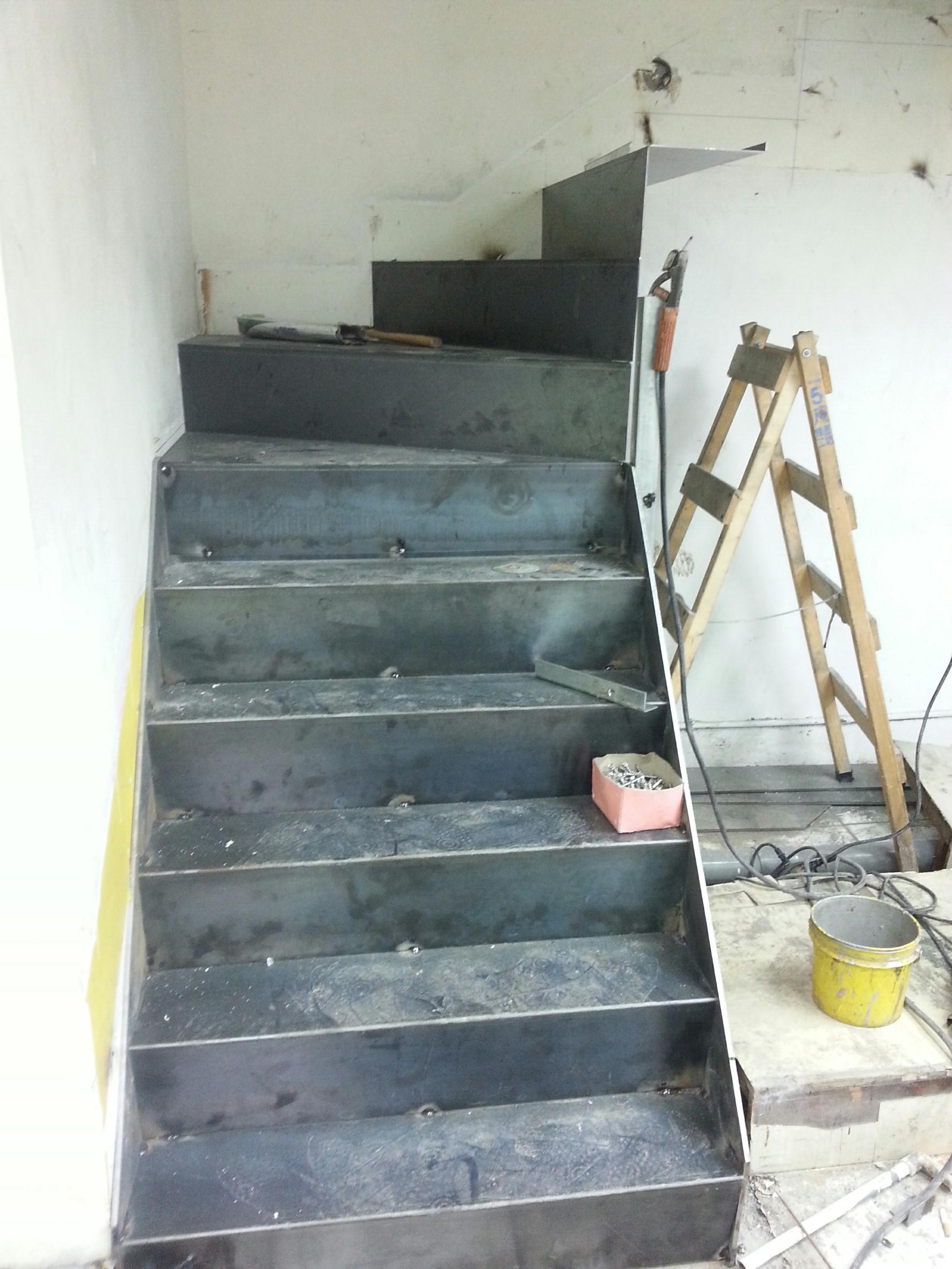 新店住家樓中樓鐵樓梯工程 (1).jpg