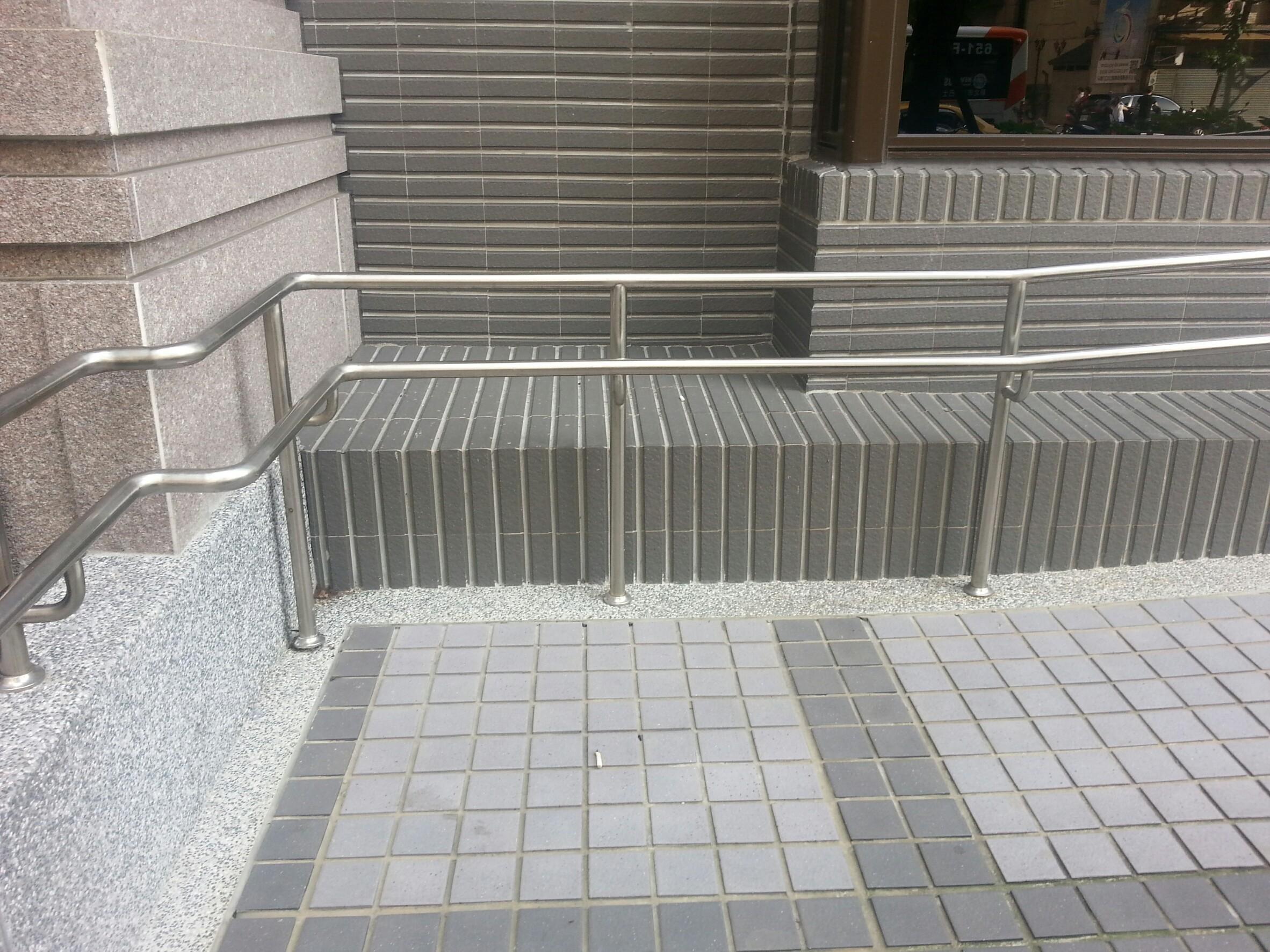 住家社區鐵扶手欄杆-新店 (1).jpg