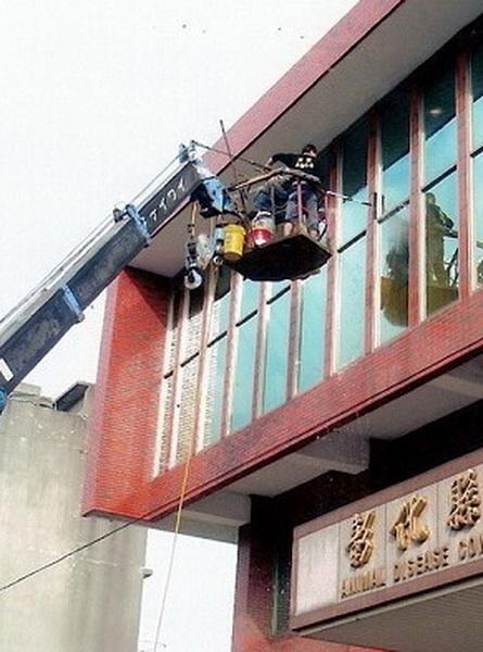大樓玻璃清潔維護.jpg