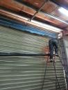 修理電動鐵捲門中心管斷裂,修理鐵捲門,維修鐵門