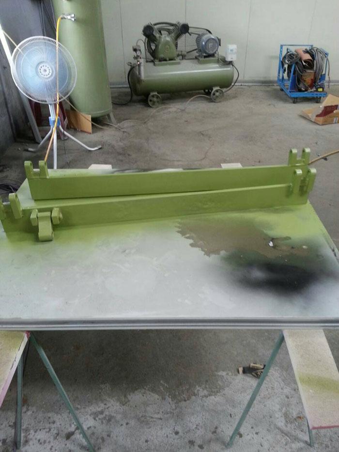 高空作業車零件個別防鏽噴漆.jpg