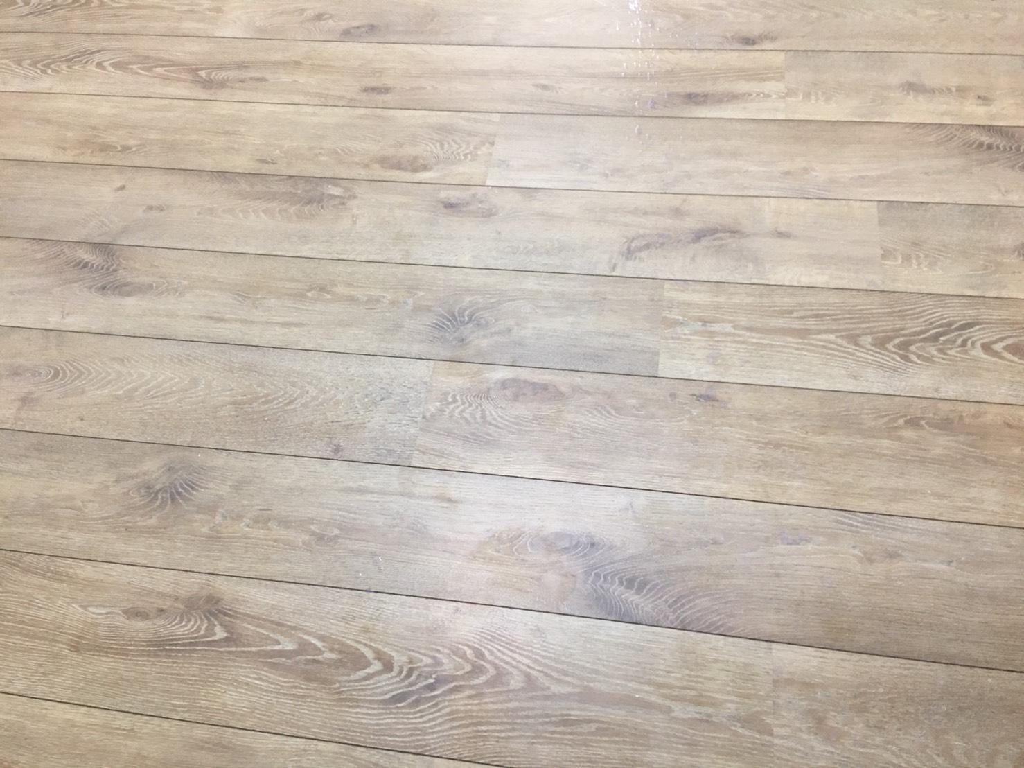木質地板打蠟前.jpg