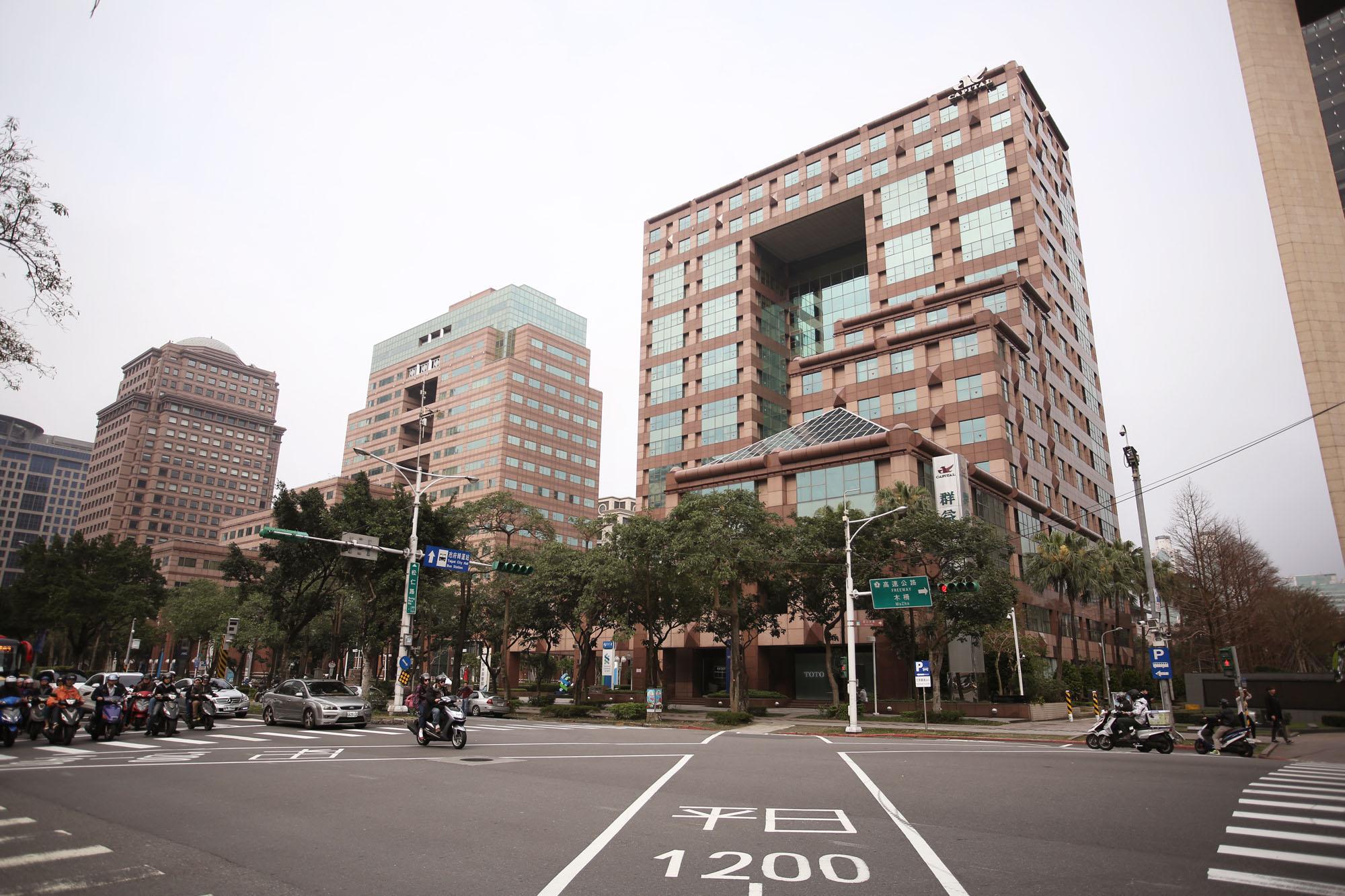 匯通商務中心信義館大樓外觀.jpg