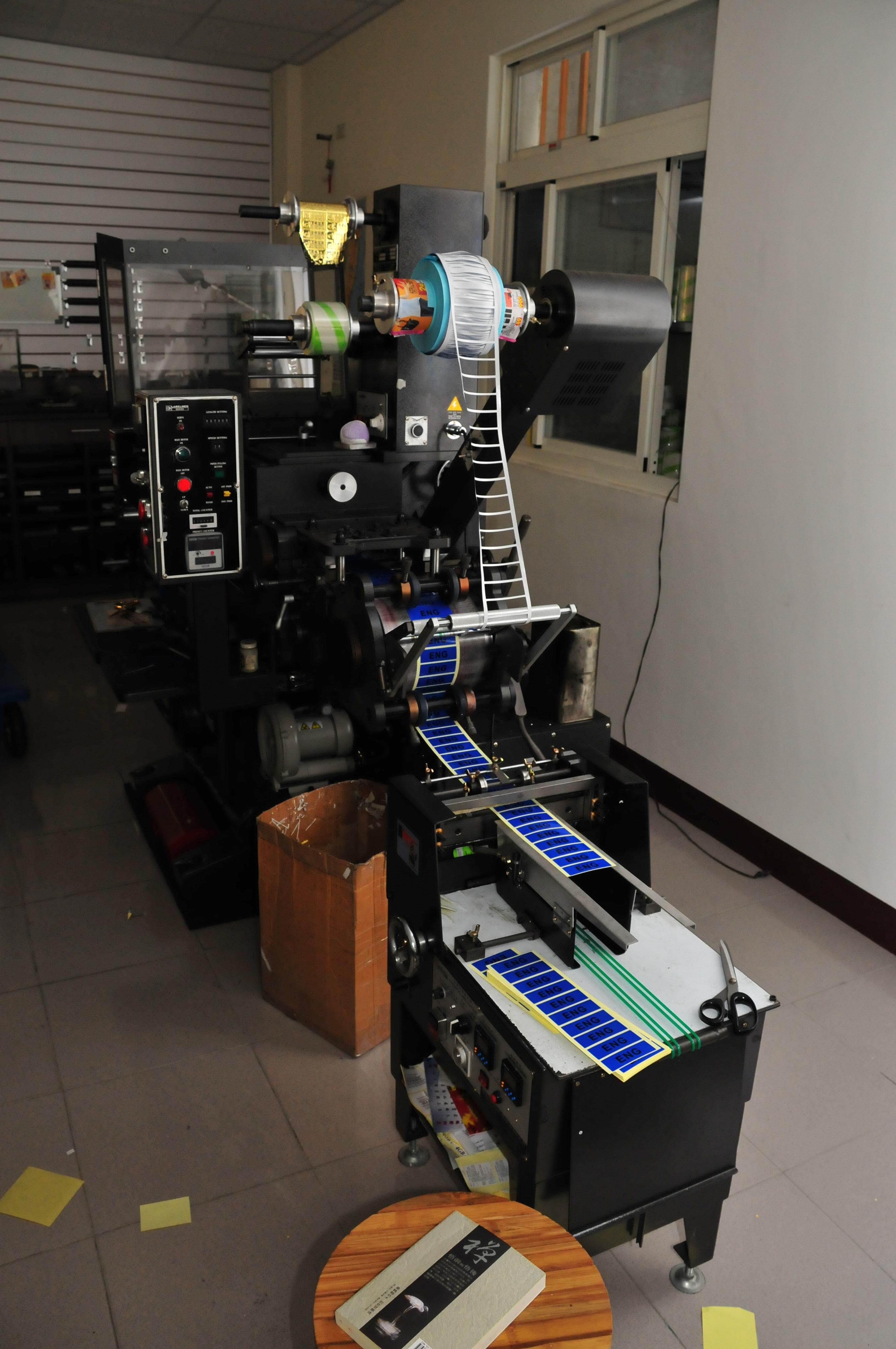 揚名標籤貼紙印刷機-3.jpg