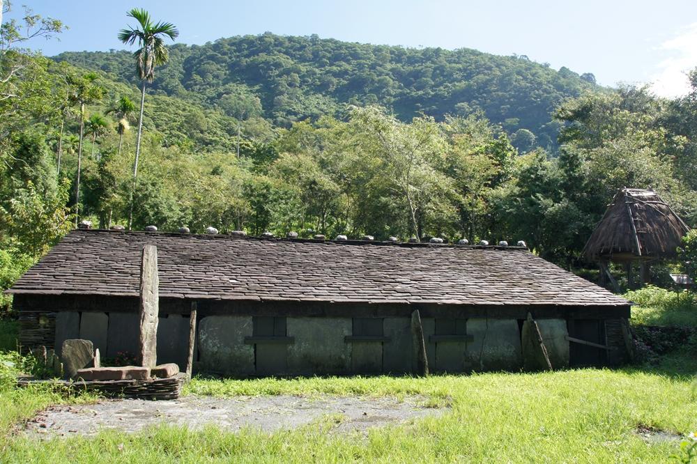 大武山休閒農場-附近景點石板屋.jpg