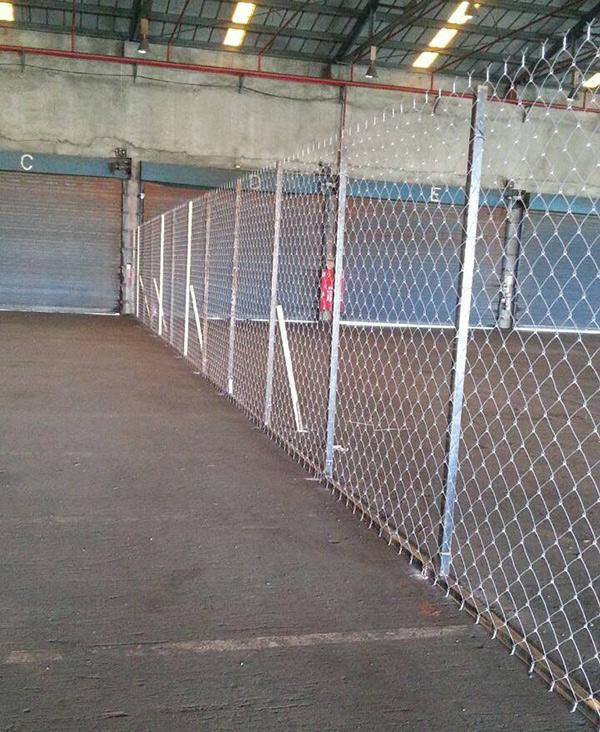 旗津121碼頭倉庫內圍籬1.jpg