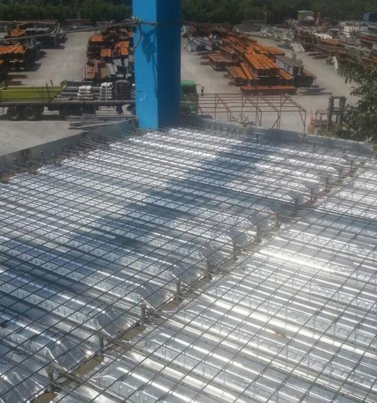 樓承板鋪設點焊網.jpg