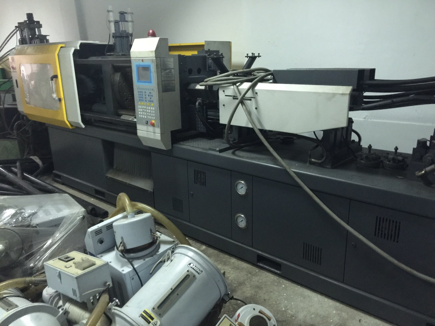 double color injection molding 180