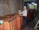 中古二手屋翻新-紅磚頭澆水中
