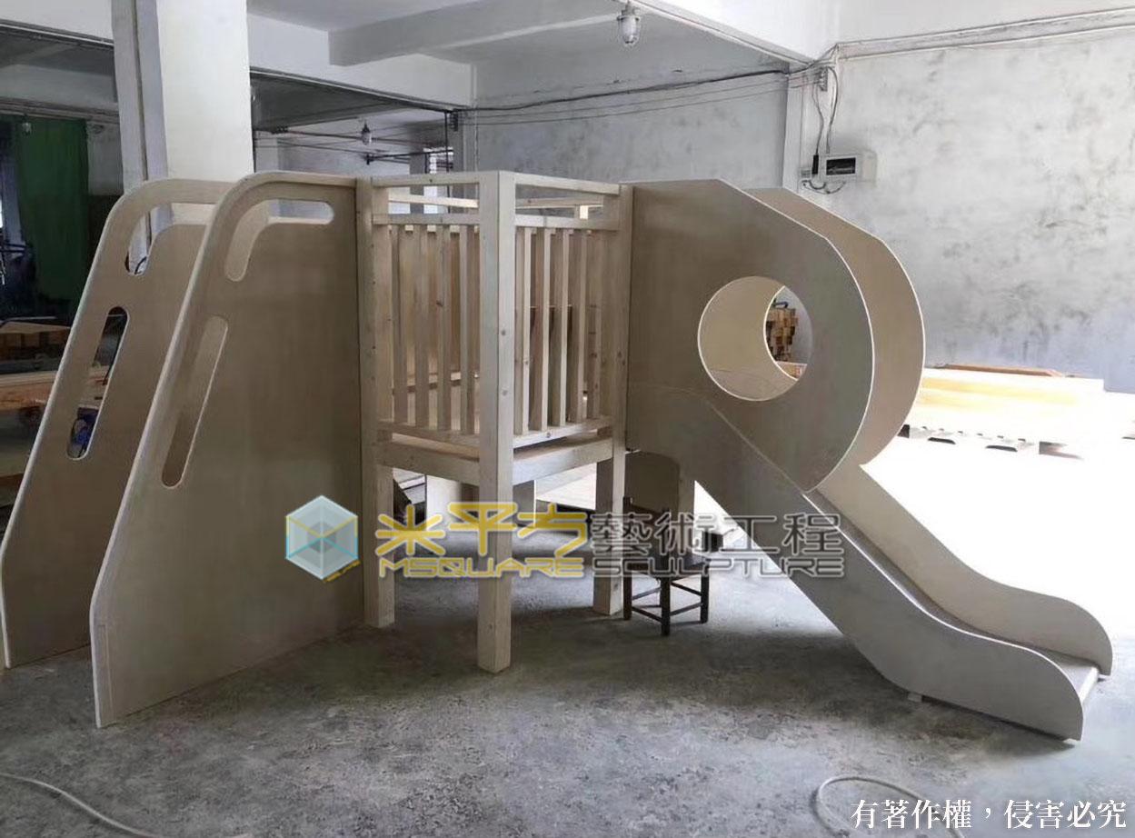 木製溜滑梯