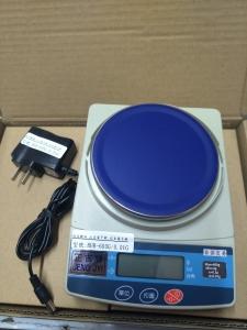 BHB-600G/0.01G電子簡易精密天秤(秤盤直徑10CM圓),可用4號電池二只或附變壓器插電使用