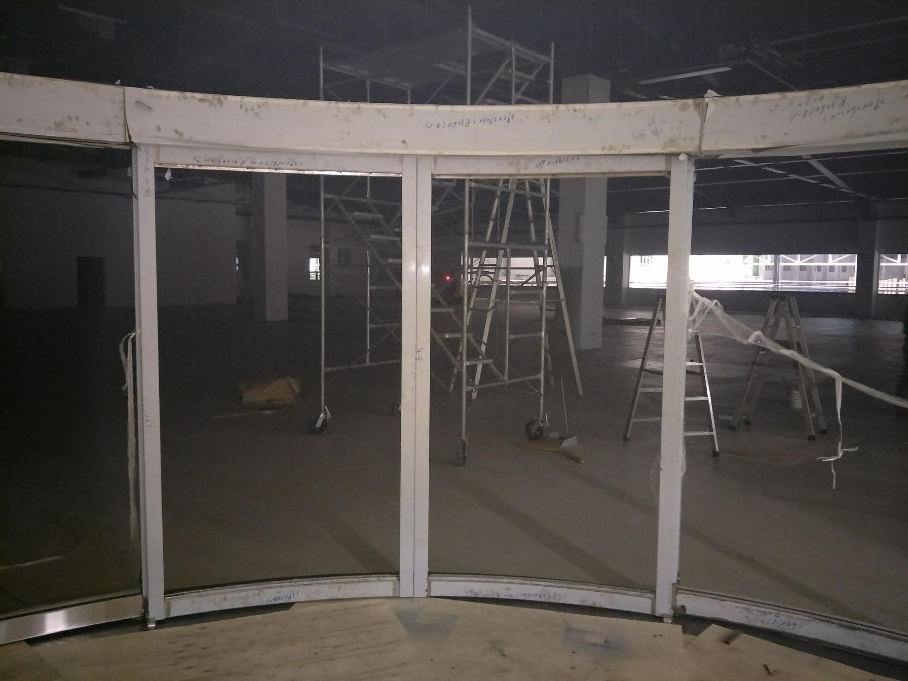 弧型玻璃自動門.JPG