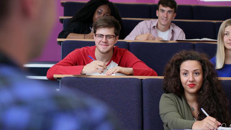 英國普茲茅斯大學