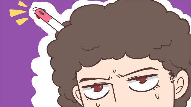 髪にペンが刺さる