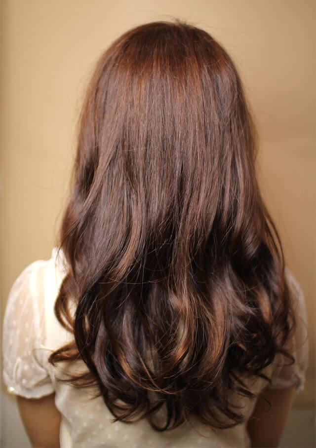 秋に人気のヘアスタイル「シルクロング」の写真【バック】