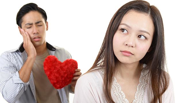 他の男性の話をしたときは口数が少ない