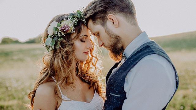 【女性向け】結婚記念日は入籍日?結婚式をした日?