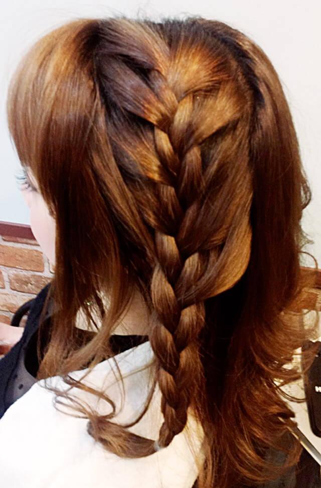 「ミディアムにおすすめの編み込みヘア」の手順_2