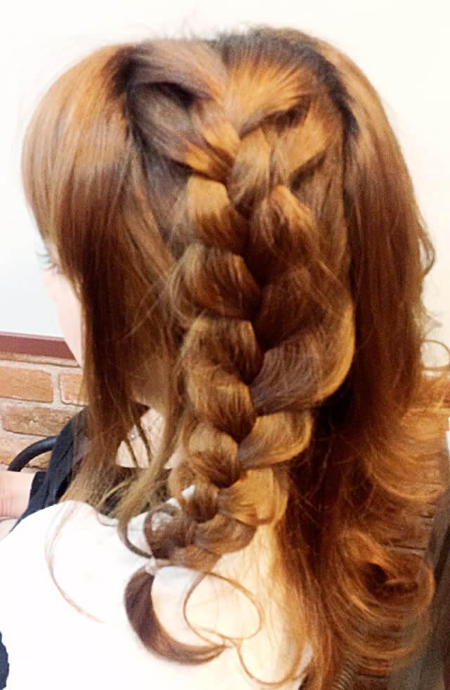 「ミディアムにおすすめの編み込みヘア」の手順_3