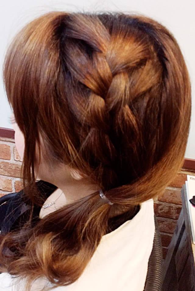 「ミディアムにおすすめの編み込みヘア」の手順_4