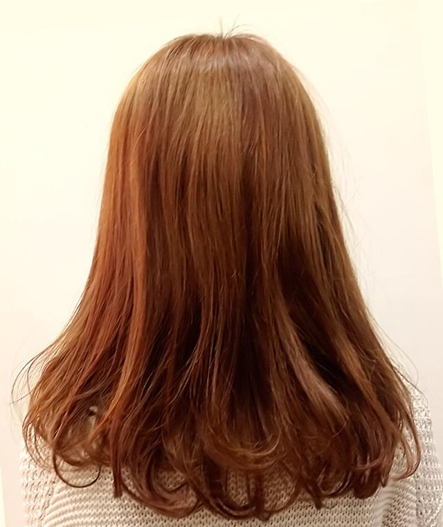「カチューシャ風ねじり前髪アレンジ」の写真【バック】
