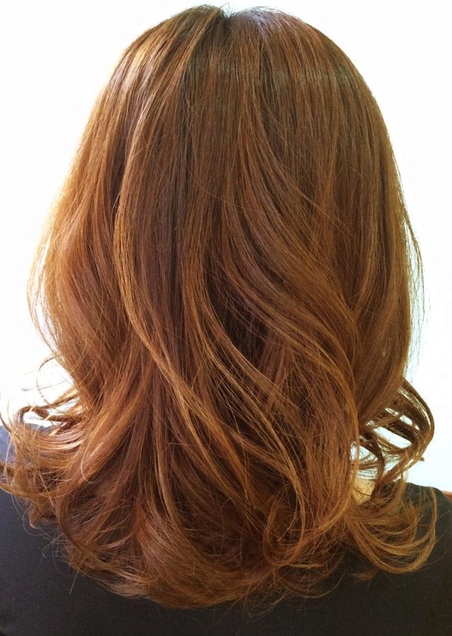 「痩せて見えるヘアアレンジ」の写真【バック】